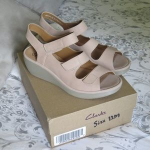 Clarks Comfort Sandals in Sand Leather 12 M NEW!